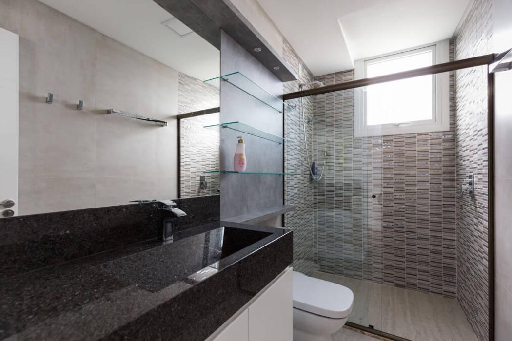 Bathroom by 151 office Arquitetura LTDA, Modern