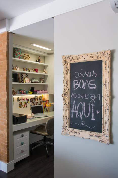 Edifícios comerciais  por Daisy Dias - Interiores Criativos