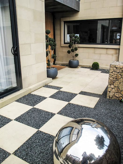 Checkerboard : modern Garden by Yorkshire Gardens