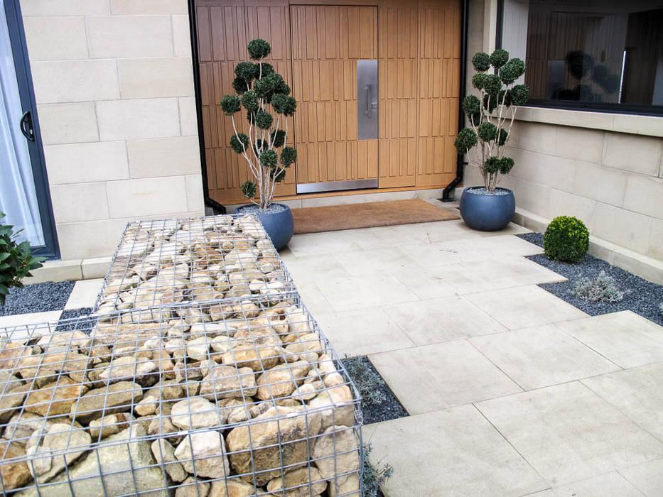 A warm welcome: modern Garden by Yorkshire Gardens