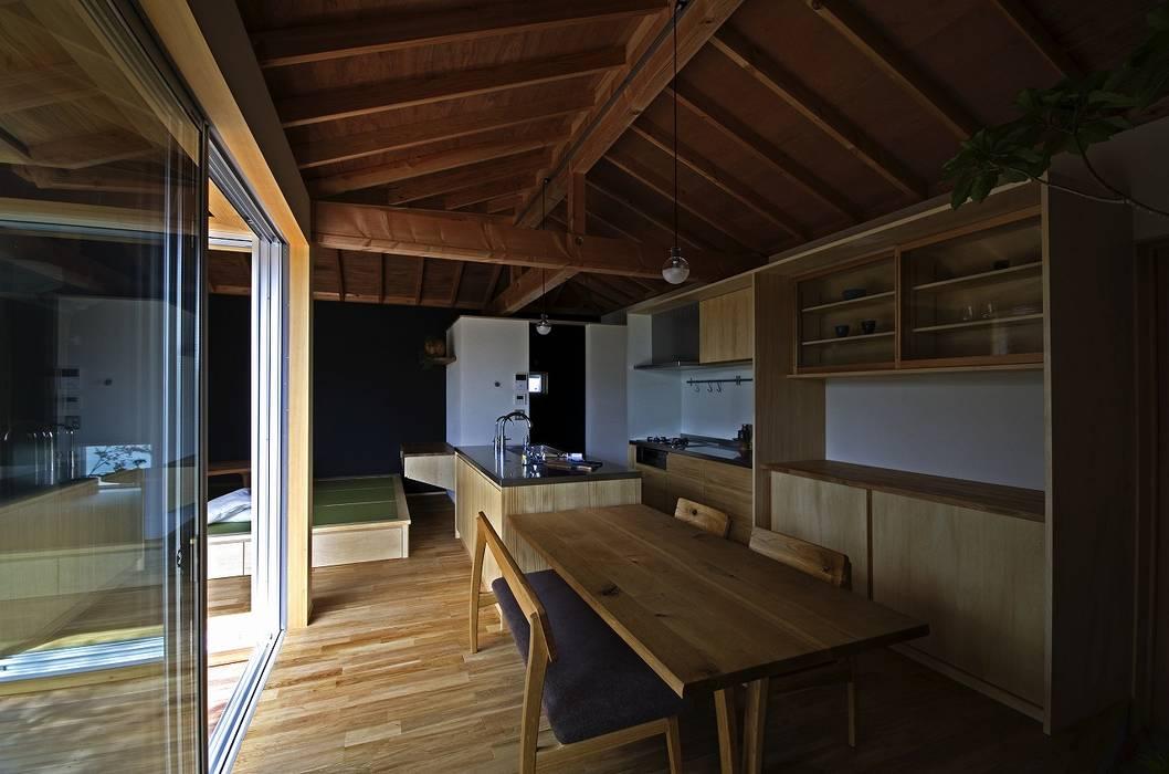 Cuisine moderne par 岡本和樹建築設計事務所 Moderne