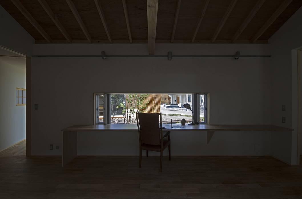 Bureau moderne par 岡本和樹建築設計事務所 Moderne