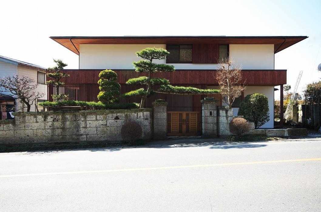 Moderne Häuser von 岡本和樹建築設計事務所 Modern
