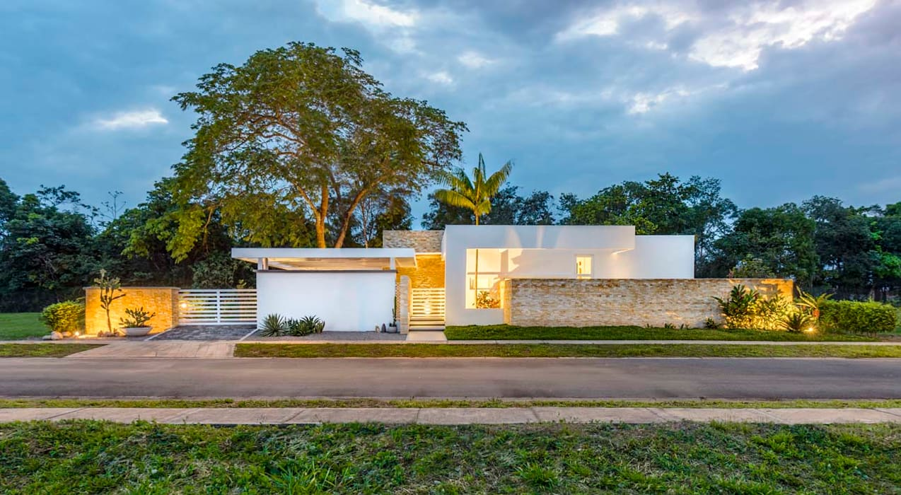 Casa de la Acacia - Sombra Natural: Casas de estilo  por David Macias Arquitectura & Urbanismo