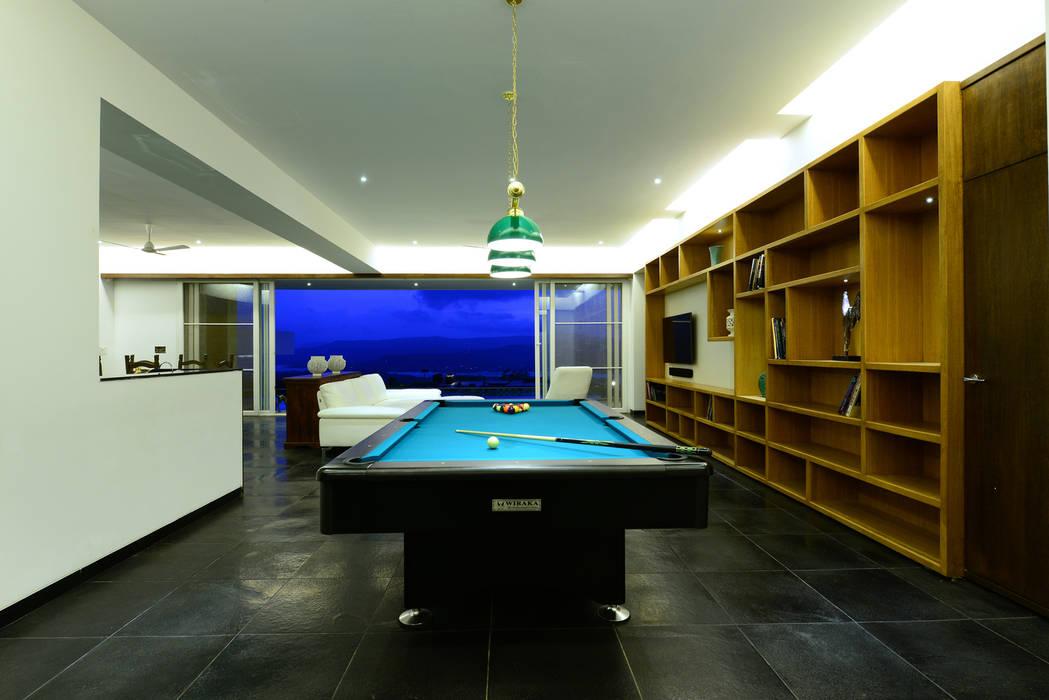 11 K-Waks:  Living room by Studio K-7 Designs Pvt. Ltd