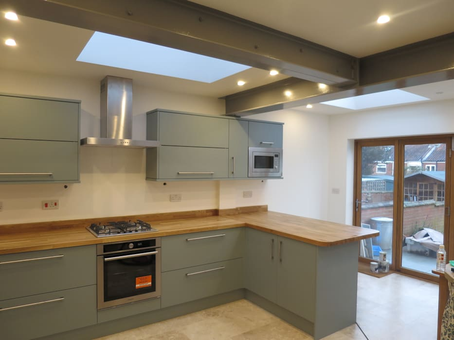 Kitchen Rear Side Extension, Norwich  NR2 3BL: modern Kitchen by Paul D'Amico Remodels