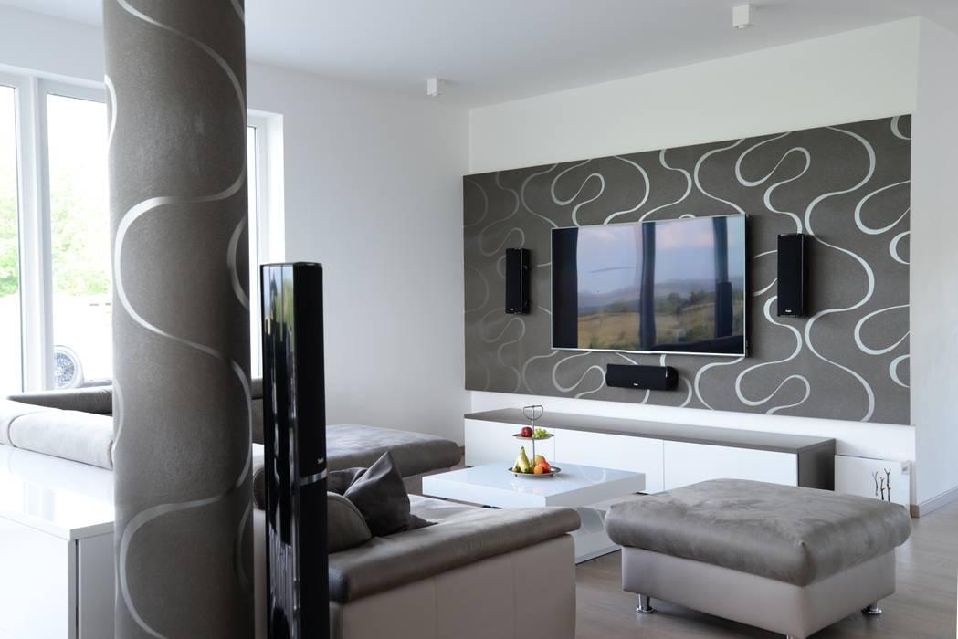 Modernes einfamilienhaus: wohnzimmer von malermeister baum ...