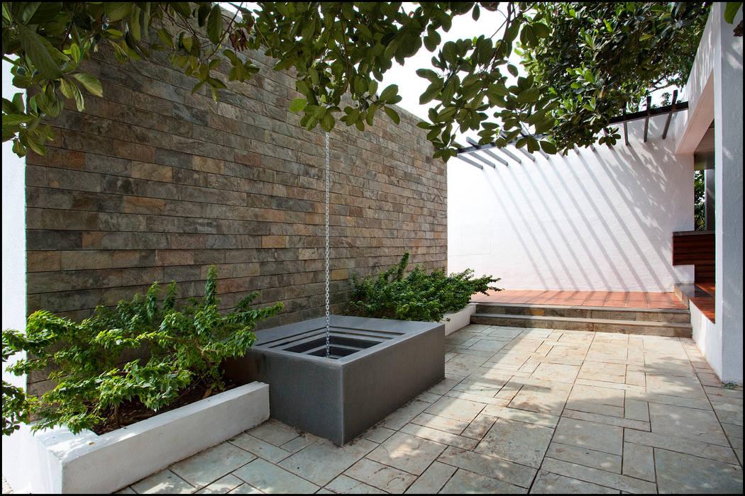water feature Minimalist style garden by Land Design landscape architects Minimalist