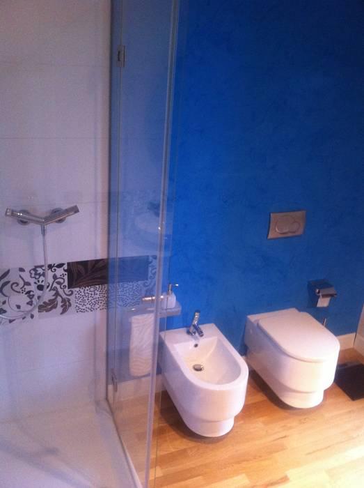 pared sin revestimiento ceramico: Baños de estilo moderno por Espacio Papiri