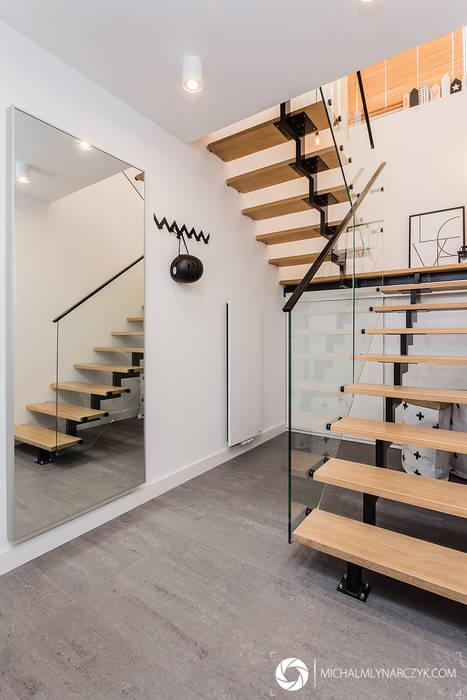 Modern Corridor, Hallway and Staircase by Michał Młynarczyk Fotograf Wnętrz Modern