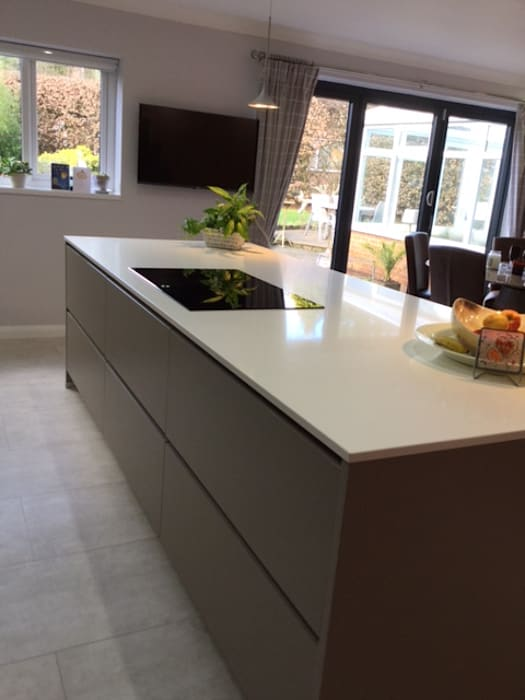 Mr & Mrs Shamsa:  Kitchen by Diane Berry Kitchens
