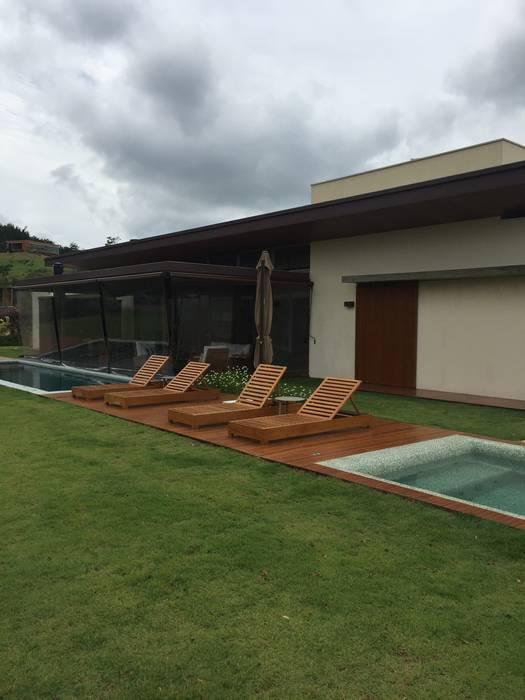 Modern pool by luciana zeitel & marcella libeskind arquitetura e interiores Modern