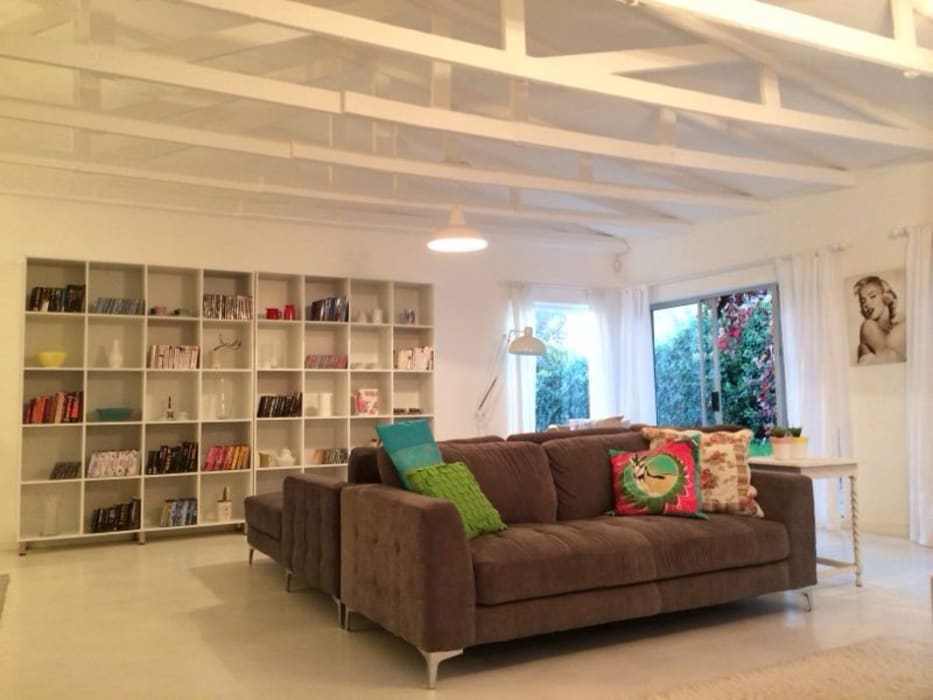 Гостиная в стиле модерн от Cornerstone Projects Модерн