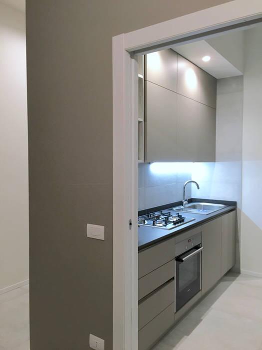 Ristrutturazione appartamento anni \'50 su due piani: cucina in stile ...