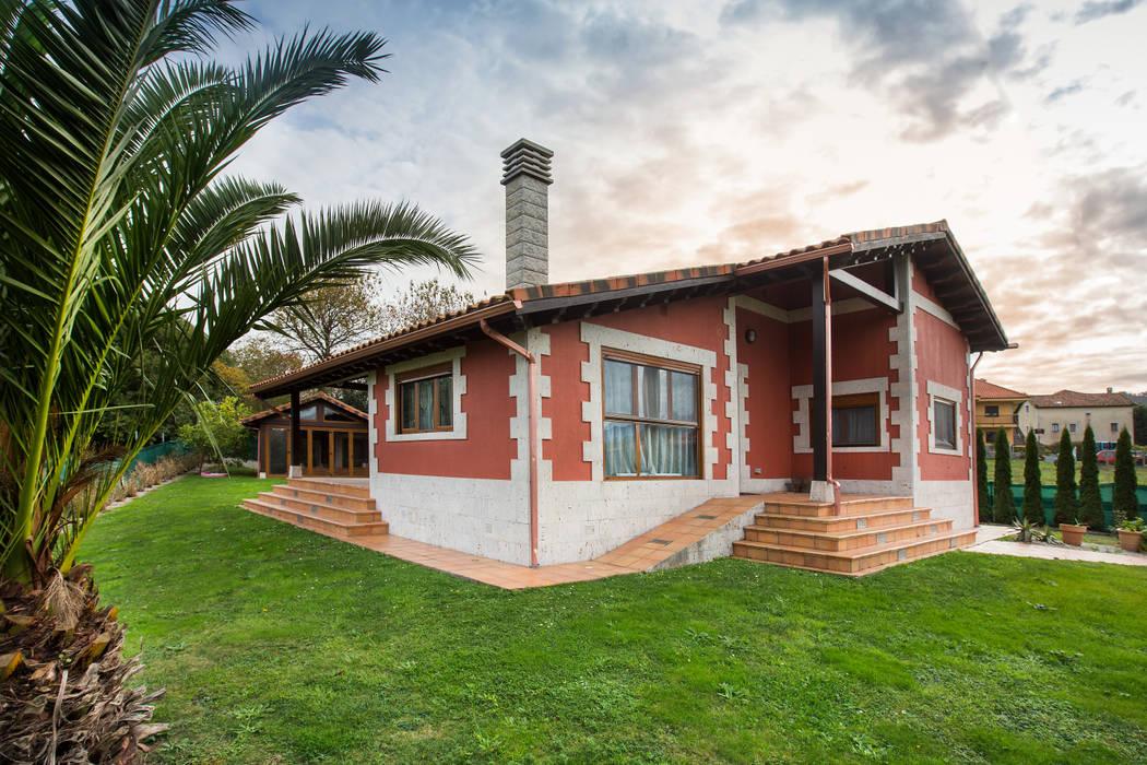 Classic style houses by GRUPO EUROCASA MODULAR Classic