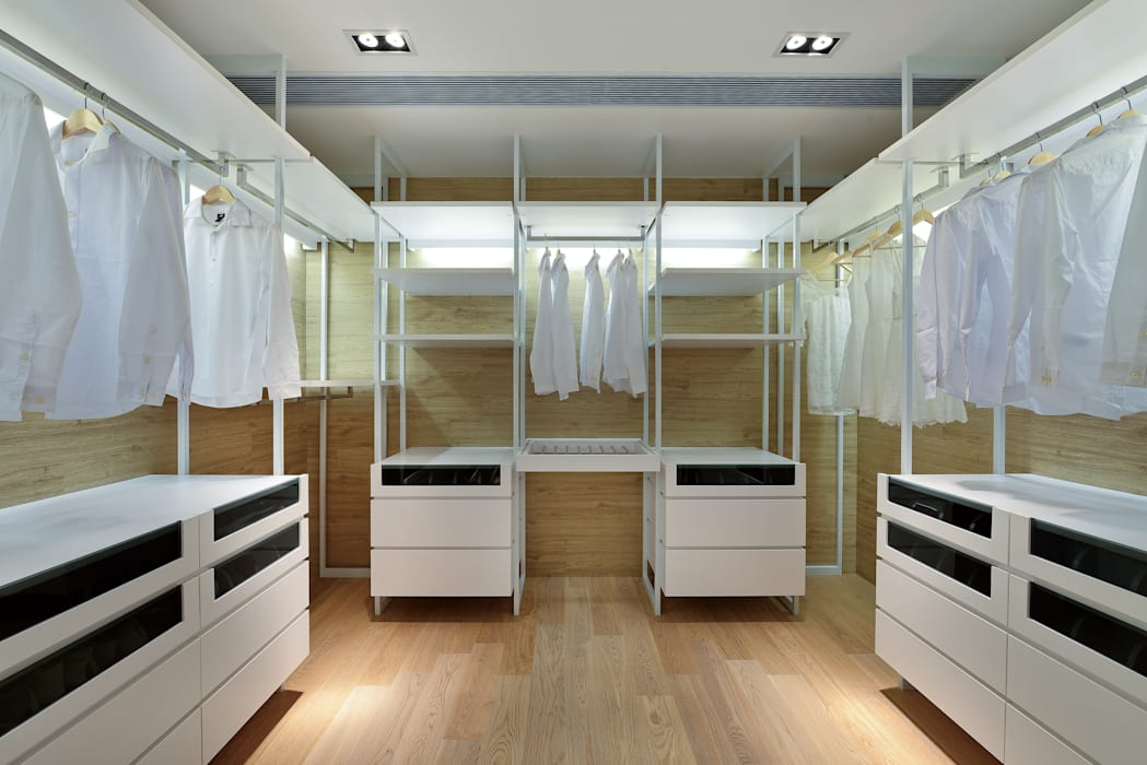 House in Shatin :  Dressing room by Millimeter Interior Design Limited