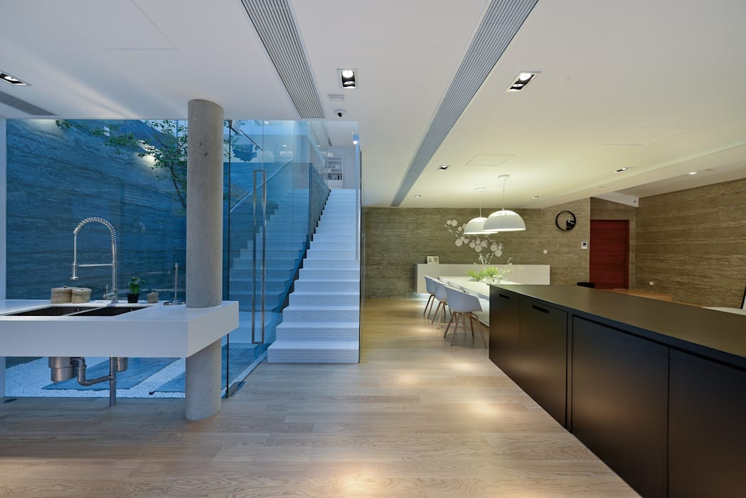 House in Shatin :  Corridor & hallway by Millimeter Interior Design Limited,