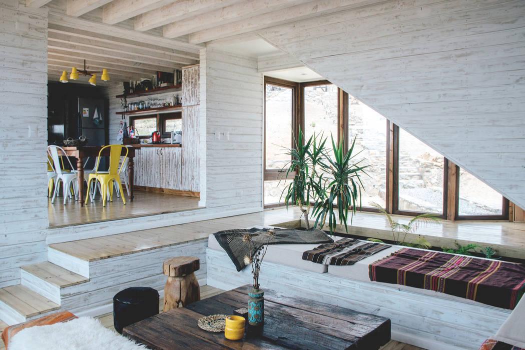 Soggiorno in stile rustico di Thomas Löwenstein arquitecto Rustico Legno Effetto legno