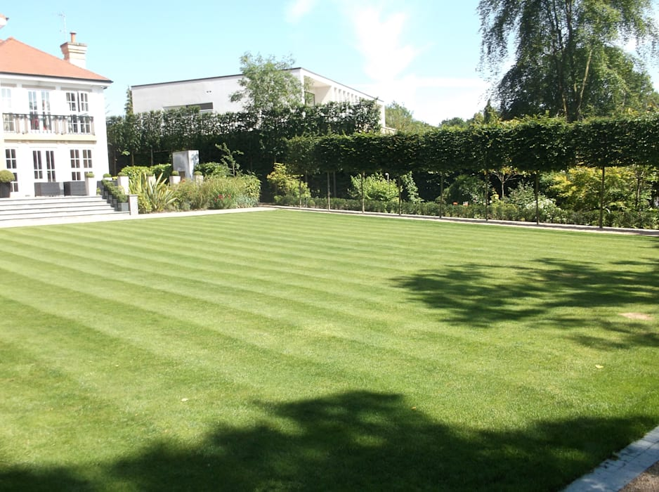 A HaleBarns Garden:  Garden by Charlesworth Design