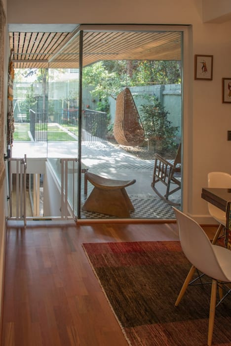 Modern corridor, hallway & stairs by homify Modern Glass