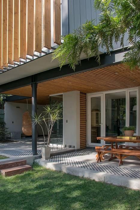 Modern balcony, veranda & terrace by homify Modern Wood Wood effect