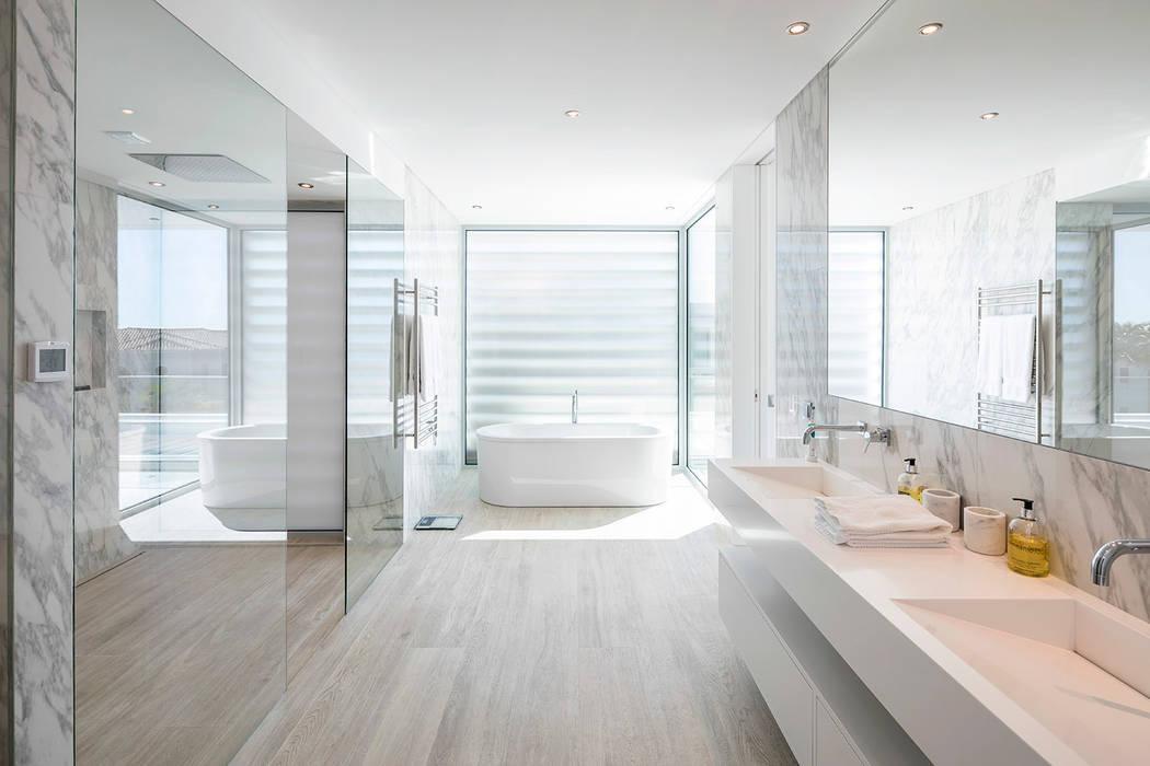 Casa de banho: Casas de banho  por Hi-cam Portugal