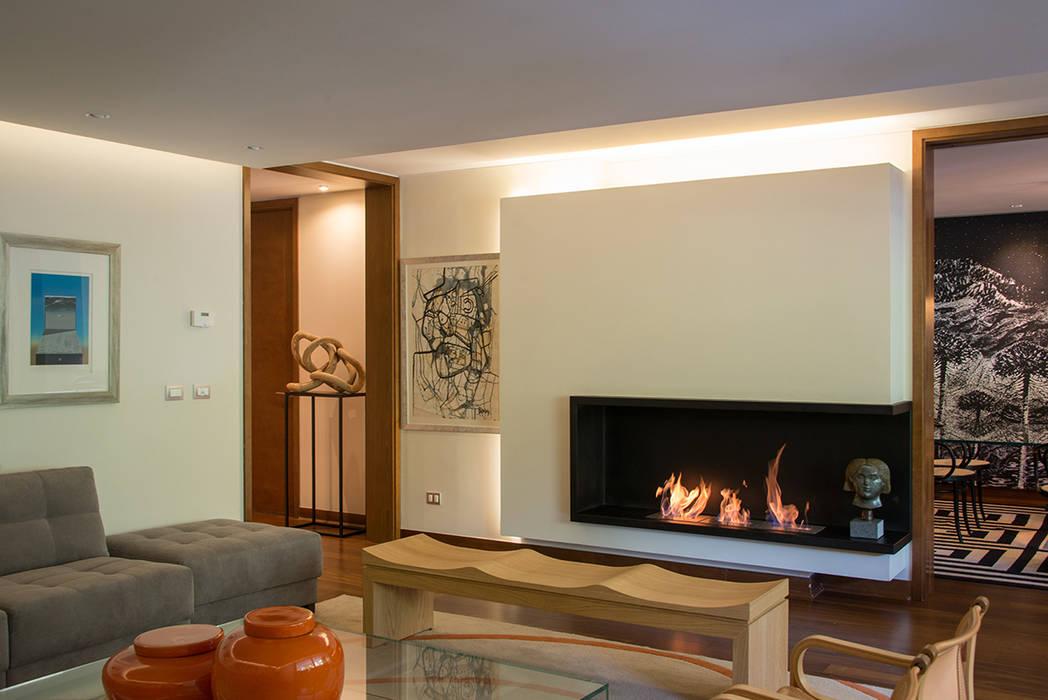 vista desde living hacia comedor Thomas Löwenstein arquitecto Livings de estilo ecléctico Madera Multicolor