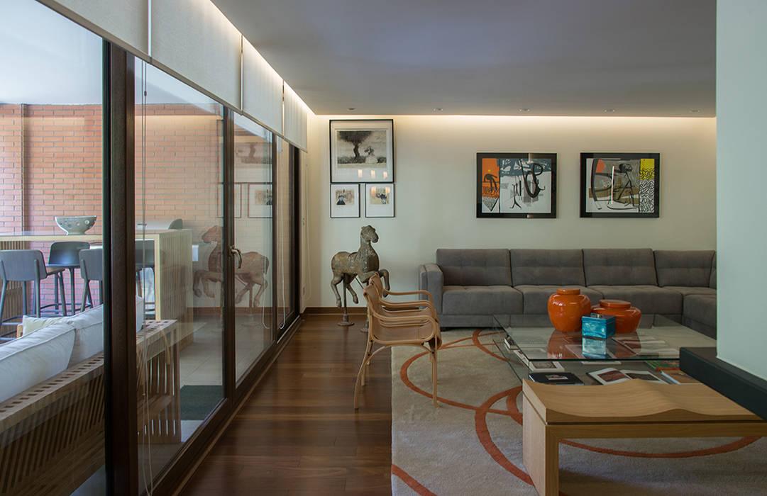 vista living y terraza: Livings de estilo  por Thomas Löwenstein arquitecto,