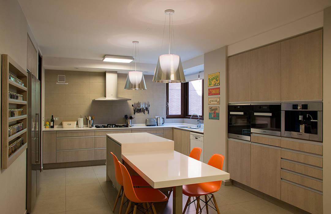 cocina Thomas Löwenstein arquitecto Cocinas de estilo ecléctico Compuestos de madera y plástico Beige