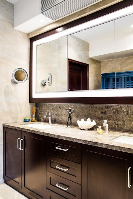 Mid-Levels Bathroom:  Bathroom by Nicole Cromwell Interior Design