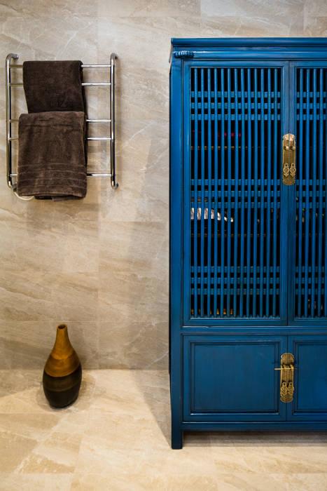 Mid-Levels Bathroom: modern  by Nicole Cromwell Interior Design, Modern Wood Wood effect