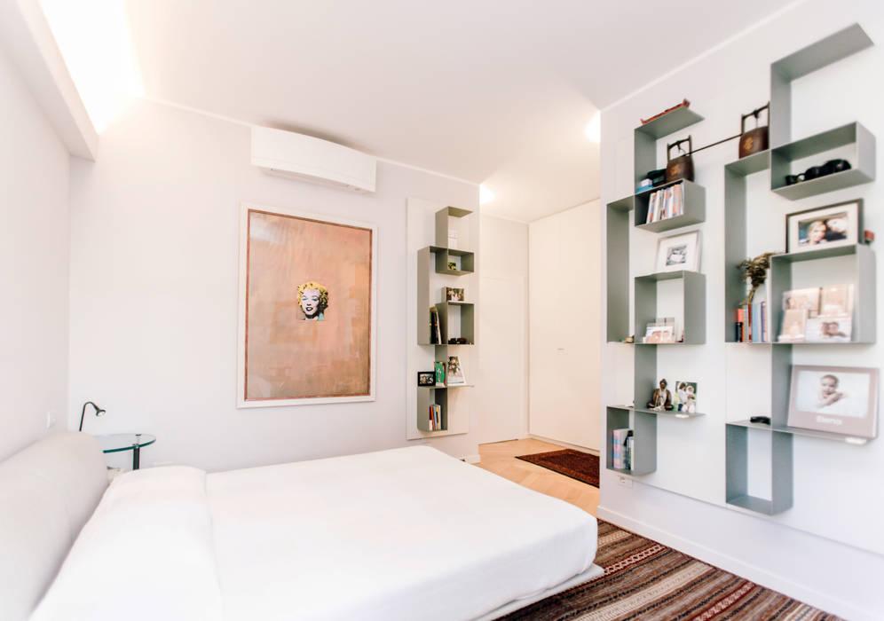 Modern style bedroom by studio ixylon Modern