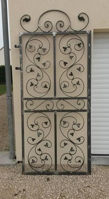grille ouvrante fer forg fen tres portes de style par. Black Bedroom Furniture Sets. Home Design Ideas