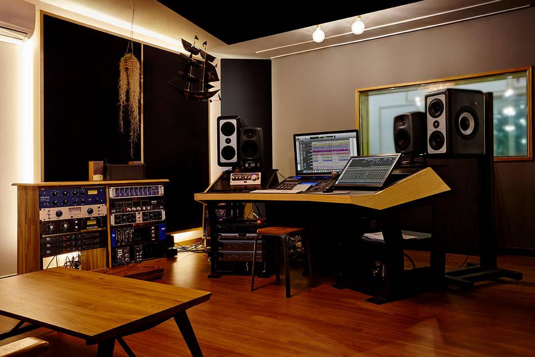 Медиа комната в стиле модерн от ARA Модерн