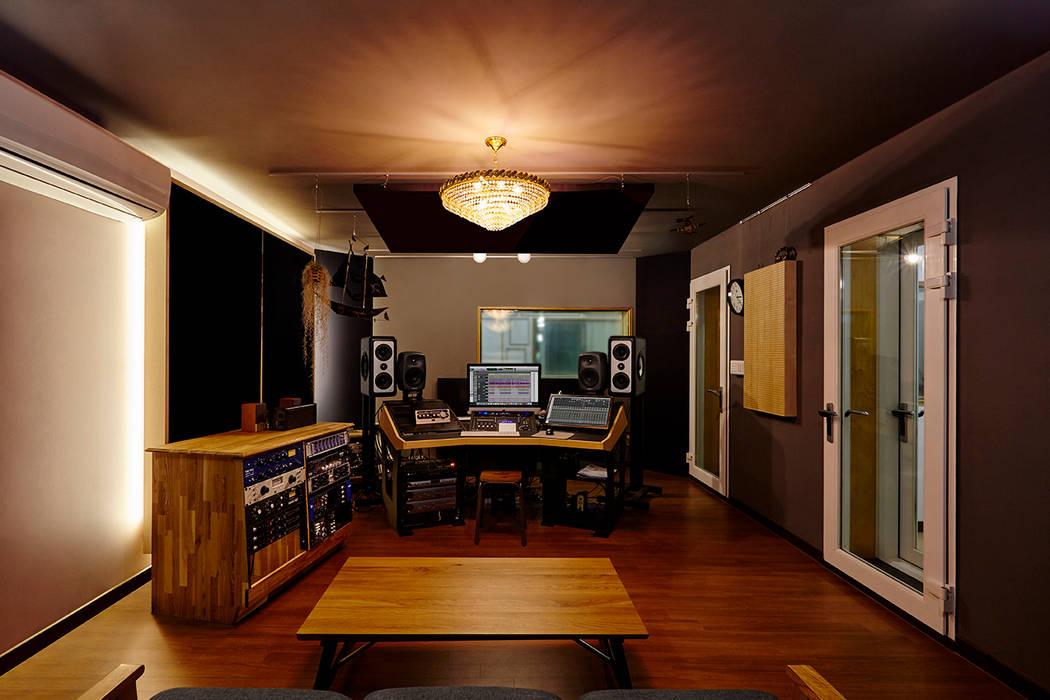 Media room by ARA,