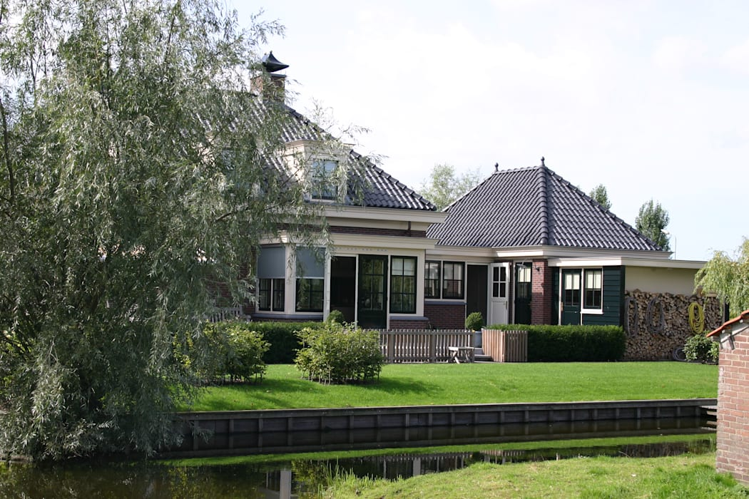 Casas de estilo  por De Stijl atelier voor bouwkunst, Clásico