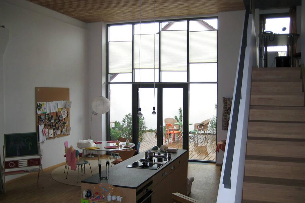 Salones modernos de mhp | Architekten Innenarchitekten Moderno