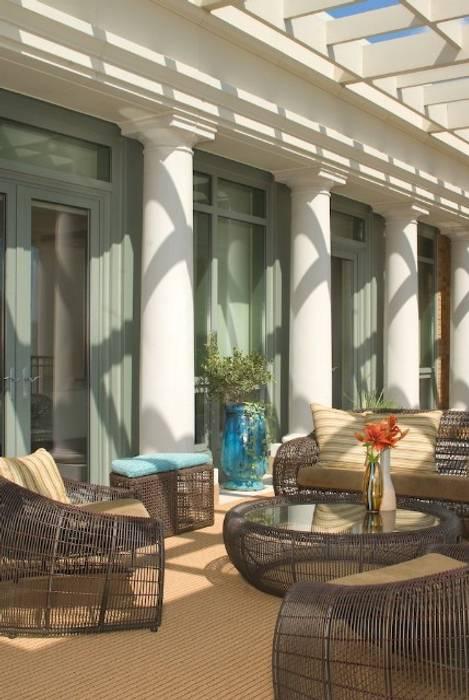 Moderne balkons, veranda's en terrassen van Lorna Gross Interior Design Modern