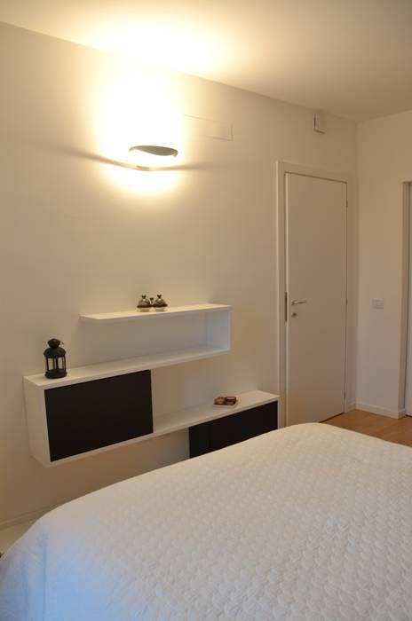 Il moderno Camera da letto moderna di Annalisa Carli Moderno Legno Effetto legno