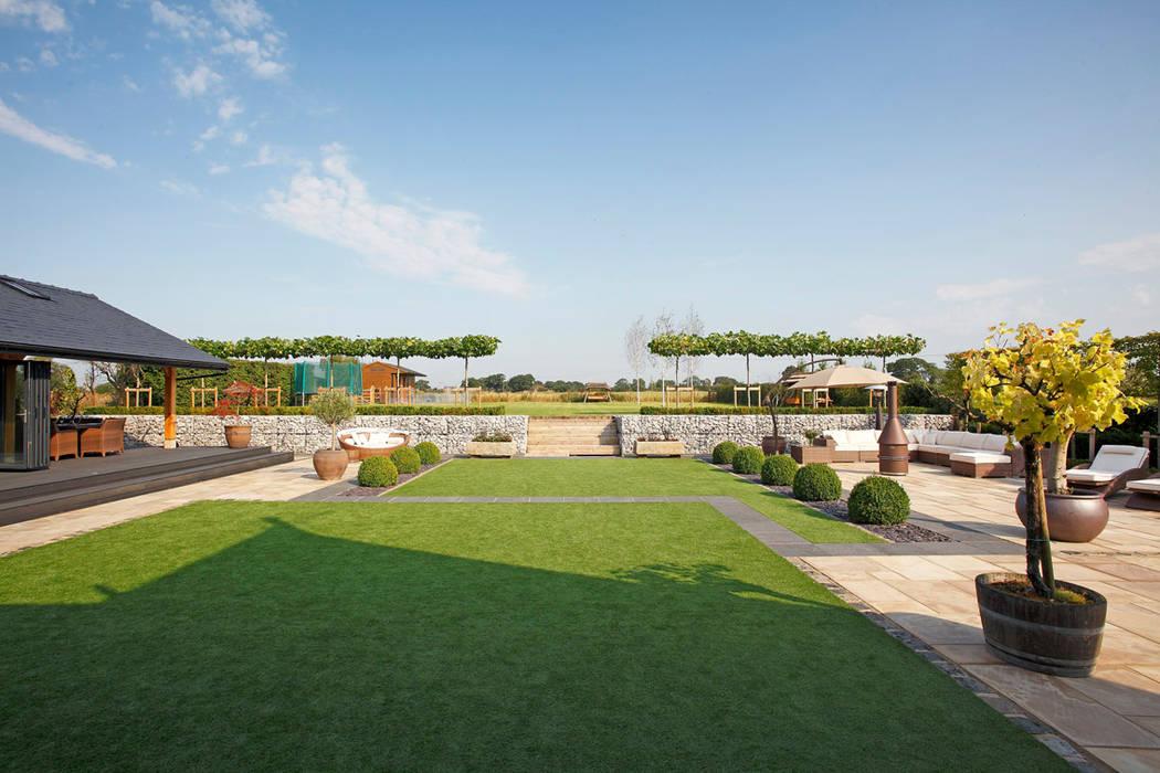 A Garden for Entertaining in:  Garden by Charlesworth Design