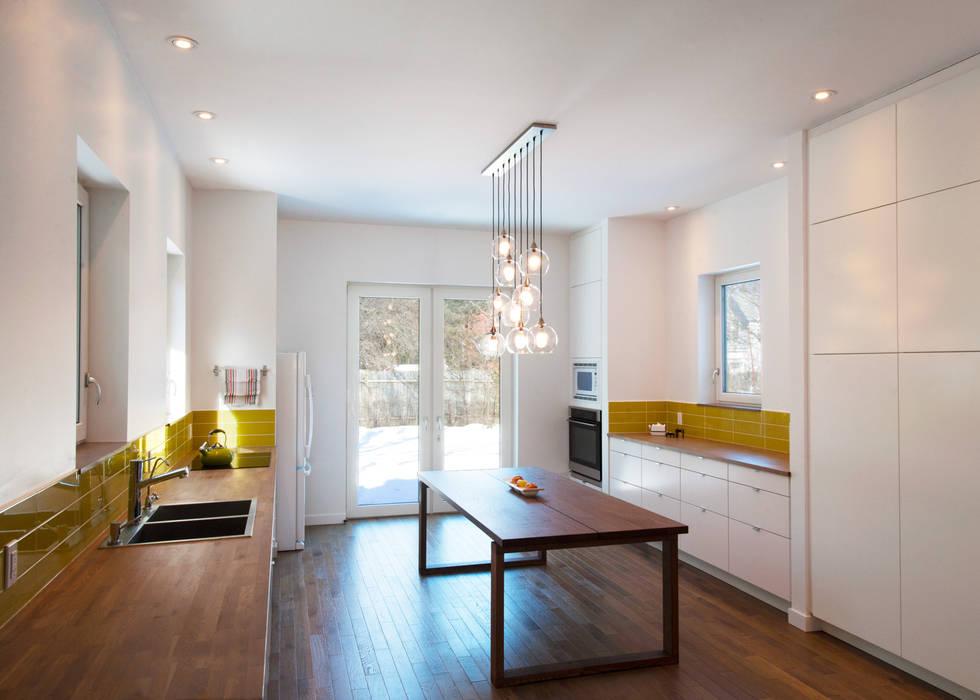 Cozinhas minimalistas por Solares Architecture Minimalista