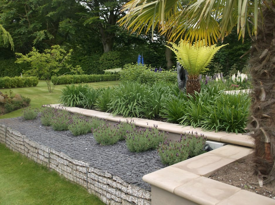 A Nice Garden in Hale:  Garden by Charlesworth Design