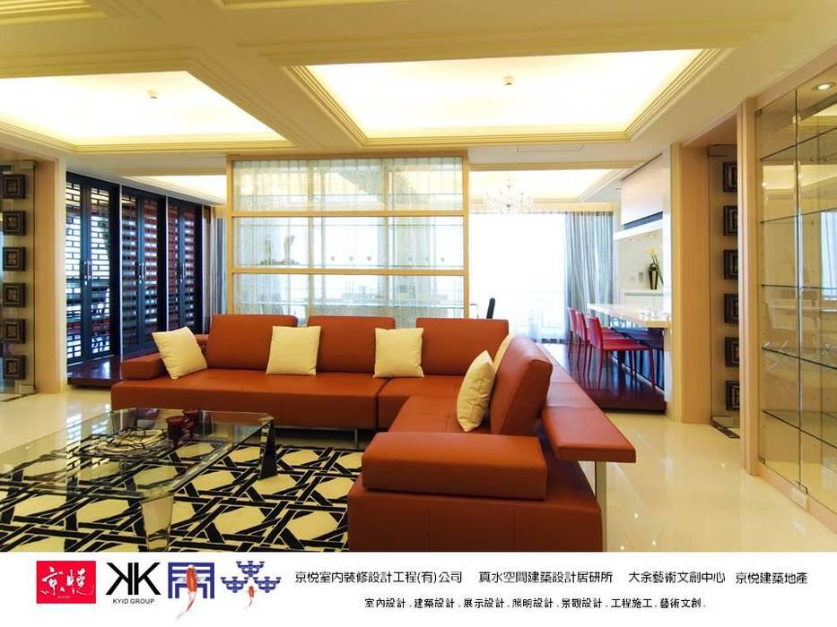 京悅設計 - 敬業麗明廖公館 现代客厅設計點子、靈感 & 圖片 根據 京悅室內裝修設計工程(有)公司|真水空間建築設計居研所 現代風
