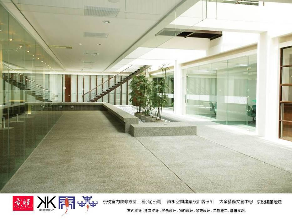 京悅設計 - 成霖集團企業總部Globe UNION Industrial Corp.第一集:  展覽中心 by 京悅室內裝修設計工程(有)公司|真水空間建築設計居研所, 簡約風