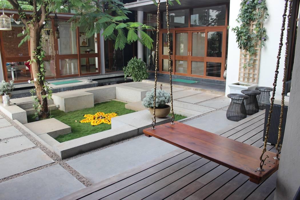 Shah Residence:  Garden by STUDIO MOTLEY,Asian