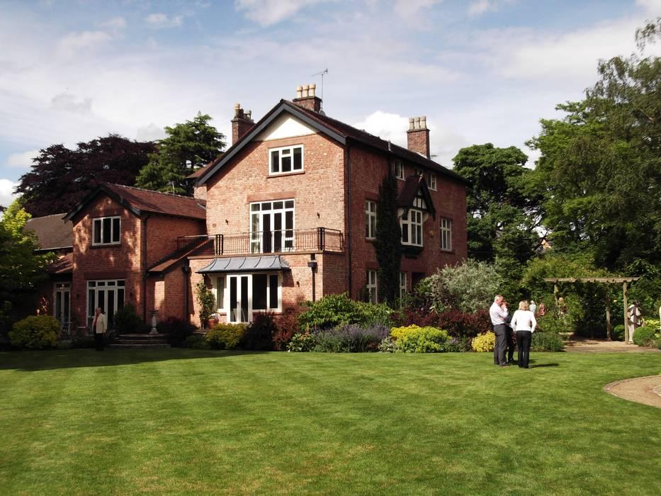 Stylish Country Cottage Garden Bowdon:  Garden by Charlesworth Design