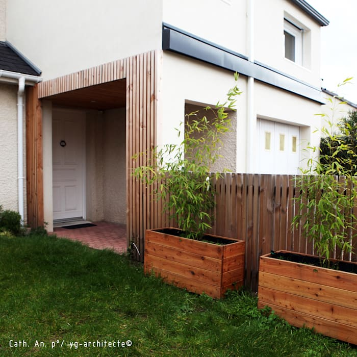 porche: Fenêtres de style  par yg-architecte