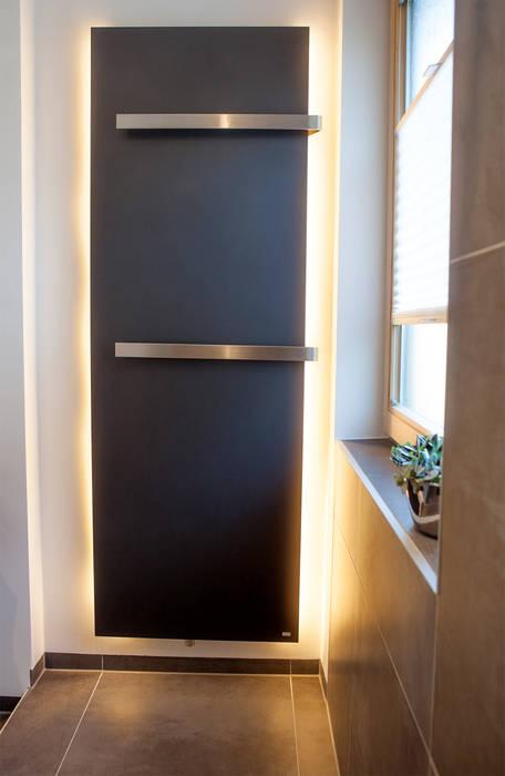 Heizkörper mit indirektem licht: badezimmer von heimwohl gmbh | homify