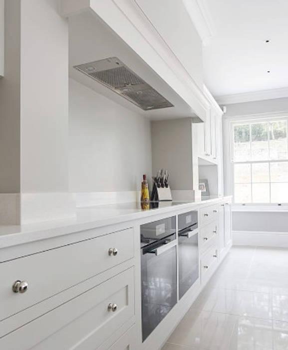 Modern Shaker Kitchen:  Kitchen by Stonehouse Handmade Bespoke Kitchens