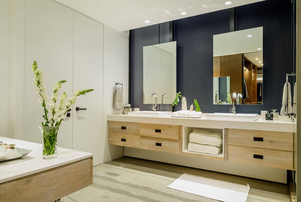 Salle de bain moderne par NIVEL TRES ARQUITECTURA Moderne Bois Effet bois